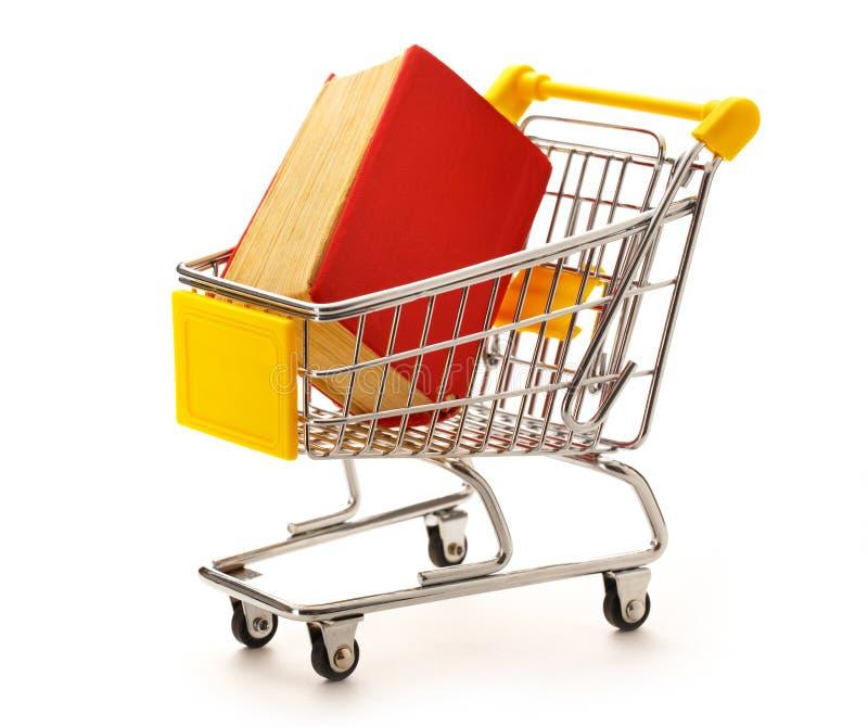 Pushcart рынка с книгой стоковые изображения