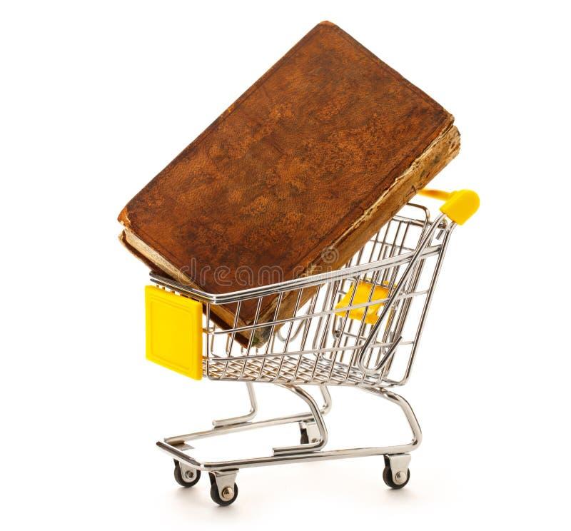 Pushcart рынка с книгой стоковая фотография