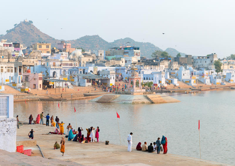 Heligt sakralt förlägger för den Hindus townen Pushkar, Indien royaltyfri foto
