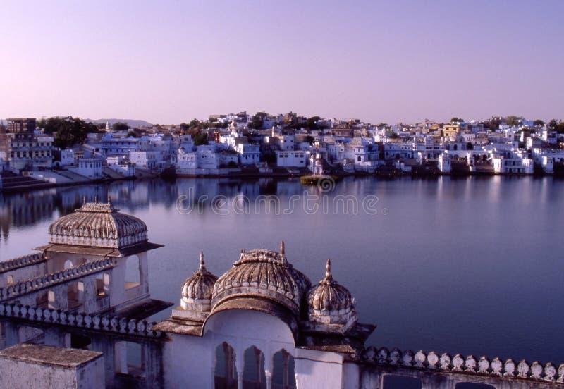Pushkar, la India, vista de los ghats imagen de archivo
