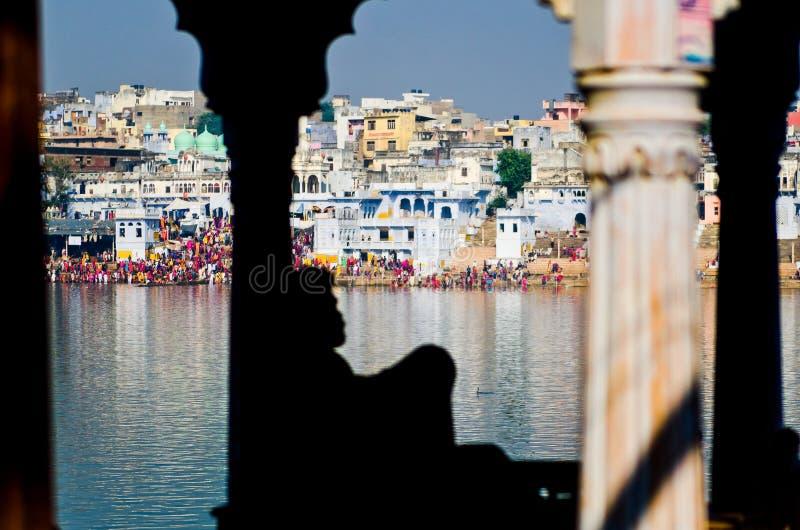 Pushkarmeer op het tijdstip van Pushkar-Kameelmarkt, Rajasthan, India royalty-vrije stock foto's