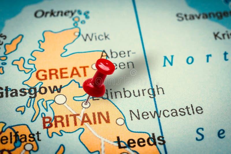 Pushpin pekar på staden Edinburgh i Förenade kungariket royaltyfri foto