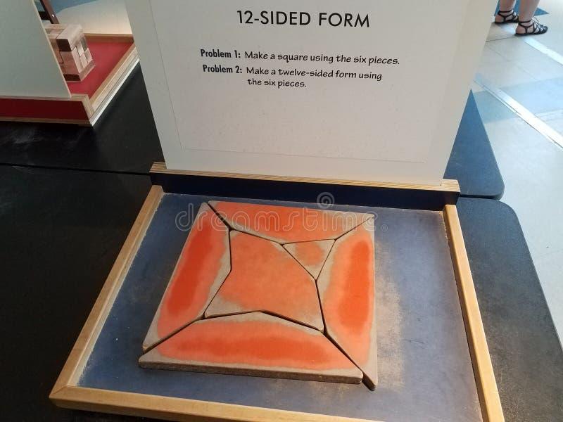 Pussel med sex stycken och det tolv sidformtecknet arkivbild