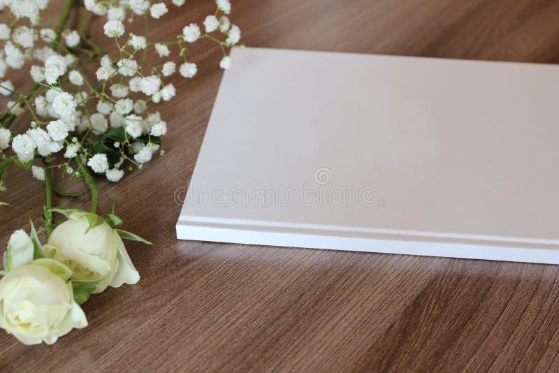 Pusta biała książka, czasopismo, ślubny guestbook, notatnika mockup obraz royalty free
