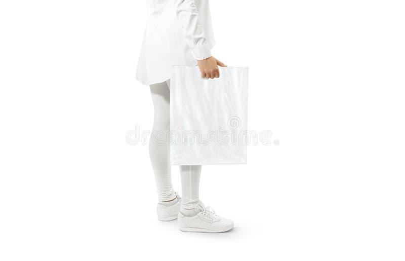 Pusta biała plastikowego worka mockup mienia ręka obrazy royalty free