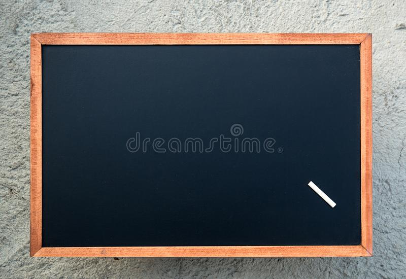 Pusta chalkboard tekstura z białą kredą Wizerunek dla tła obrazy stock