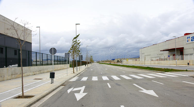 Pusta droga w przemysłowym terenie zdjęcie royalty free