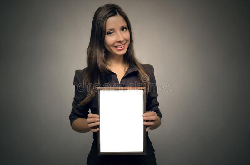 Pusta fotografii ramy granica w kobiet rękach dyplom świadectwo zdjęcia stock