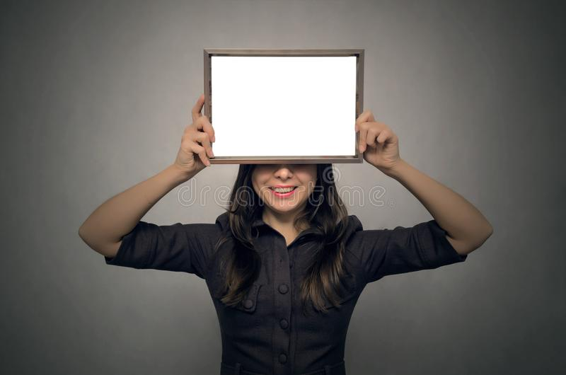 Pusta fotografii ramy granica w kobiet rękach dyplom świadectwo zdjęcie stock