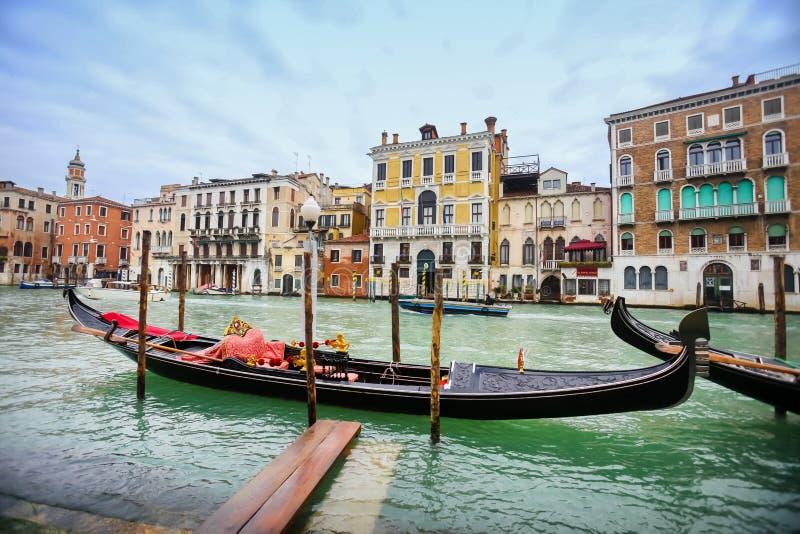 Pusta gondola w wodnym kanale zdjęcie royalty free