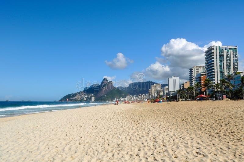 Download Pusta Ipanema plaża w Rio zdjęcie stock. Obraz złożonej z america - 57673712
