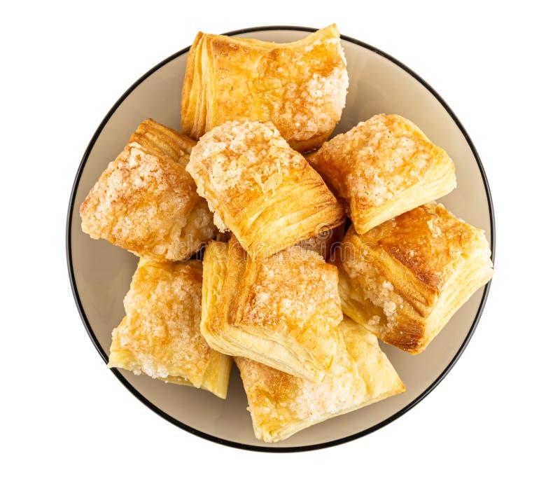 Pusta kakor med socker i tefatet som isoleras på vit Top besk?dar arkivbilder