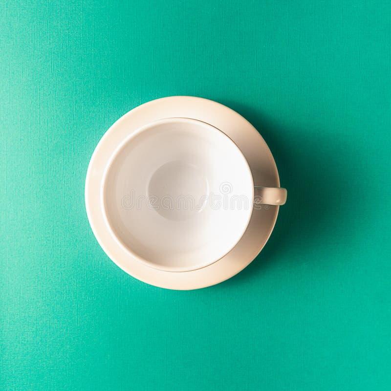 Pusta kawa lub herbaciana filiżanka na aqua koloru tle, kopii przestrzeń fotografia royalty free