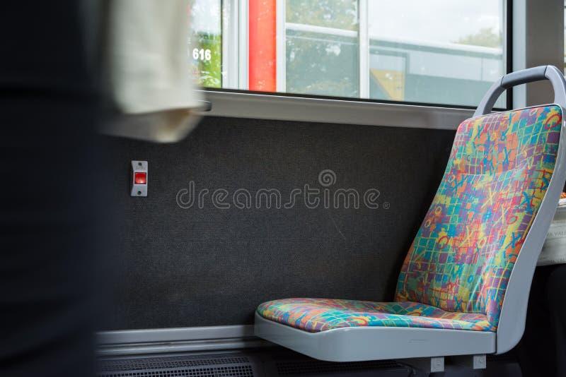 Pusta krzesła Seat autobusu wzoru tkanina Wśrodku Jawnego transportu zdjęcie royalty free
