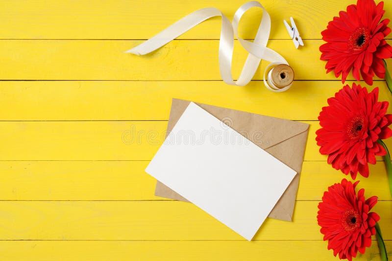 Pusta papierowa karta, r zdjęcia stock