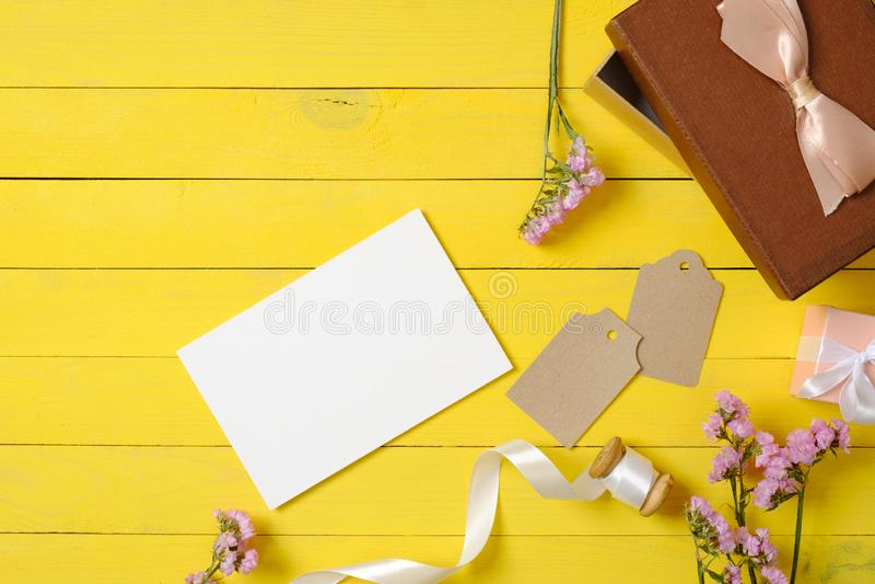 Pusta papierowa karta, r obraz stock