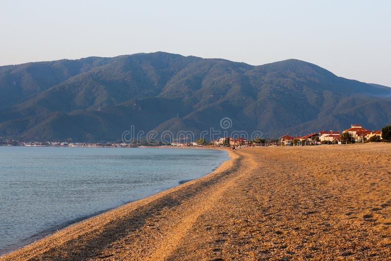 Pusta piasek plaża w ranku Bez ludzi Nea Vrasna, Gree zdjęcia royalty free