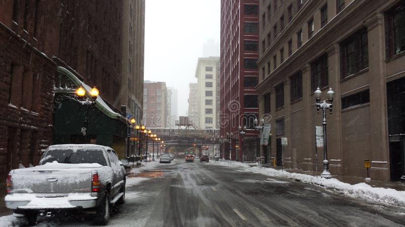 Pusta ulica wśród śnieżnej burzy w Chicago obraz stock