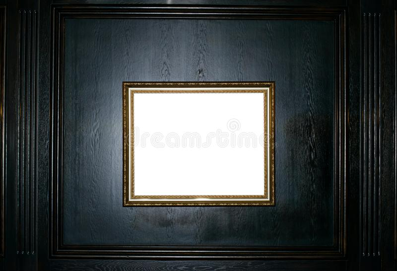 Pusta złoto rama na czarnej drewnianej tło kopii przestrzeni zdjęcie stock