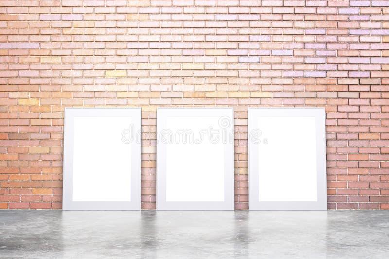 Puste białe obrazek ramy na betonowej podłoga i czerwieni ściana z cegieł, ilustracji