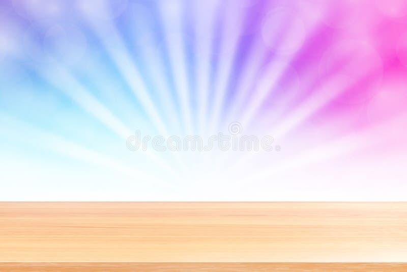 Puste drewno stołu podłoga na miękkim purpurowym bokeh świateł promieniu błyszczą gradientowego tło, drewniana deska pusta na pur obrazy stock