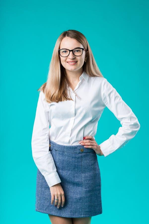 puste miejsce dla reklamować Portret kobiety pracownika nauczyciela trenera młody caucasian mentor w białego koszulowego biuro st obraz stock