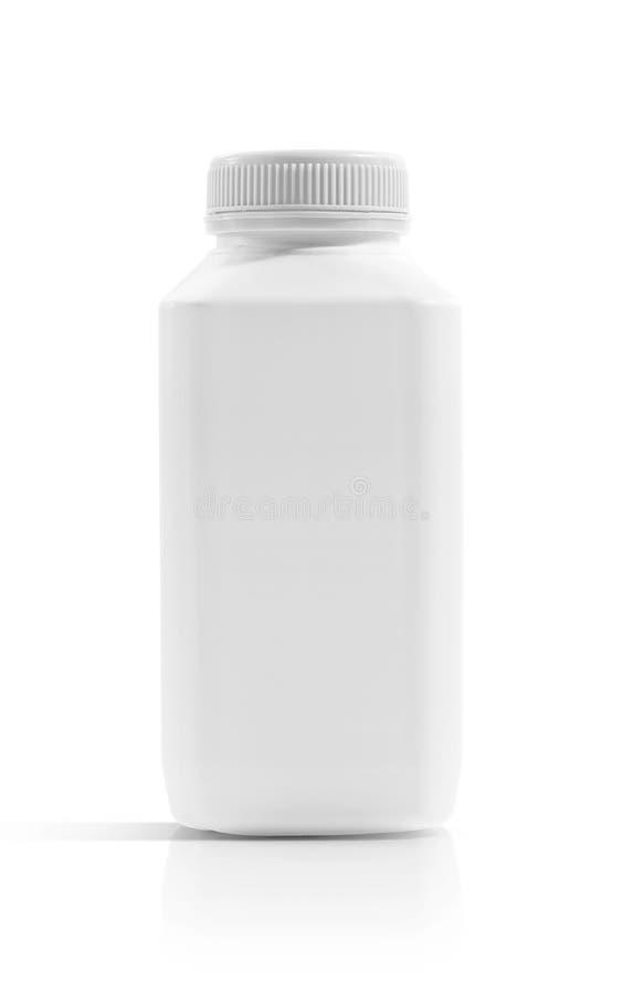 Puste miejsce pakuje napój plastikową butelkę odizolowywającą na bielu fotografia royalty free