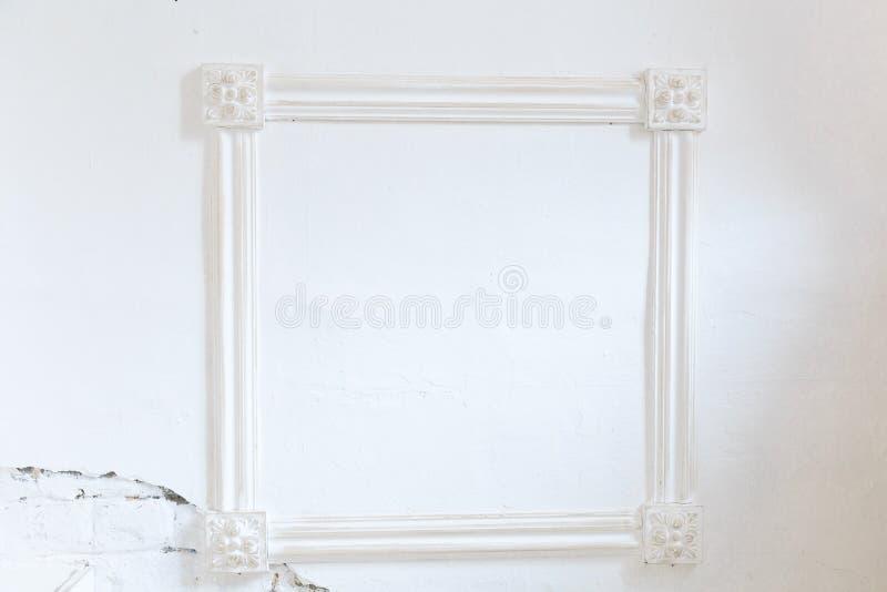 Puste miejsce rama na biel ścianie obraz stock