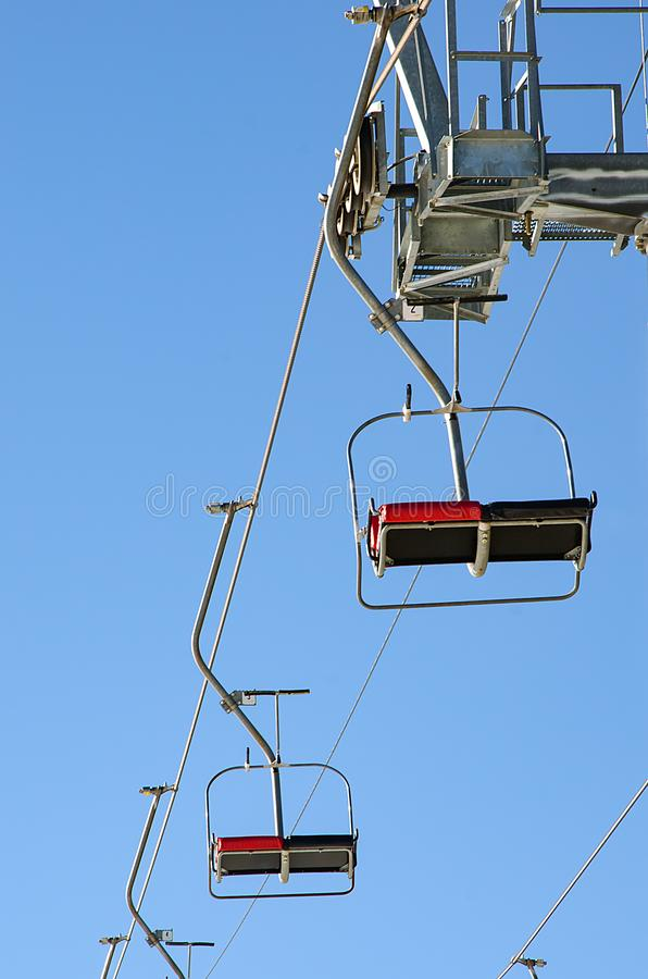 Puste siedzenia narciarski dźwignięcie zdjęcie stock
