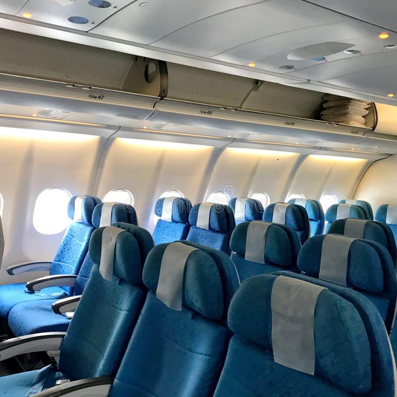 puste siedzenia w samolocie zdjęcie royalty free