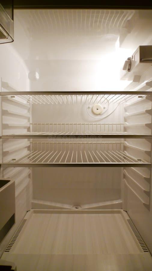 pustego fridge czołowy wewnętrzny widok obraz royalty free