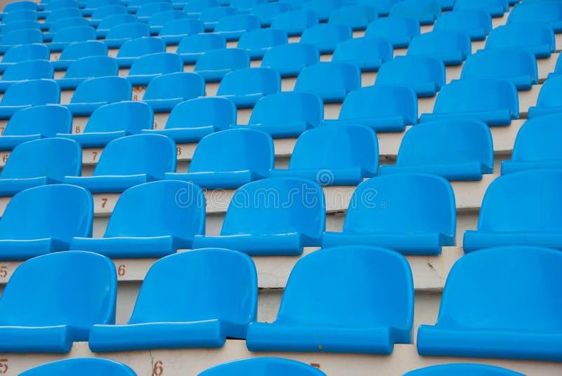pustego siedzenia błękitny stadium obraz stock
