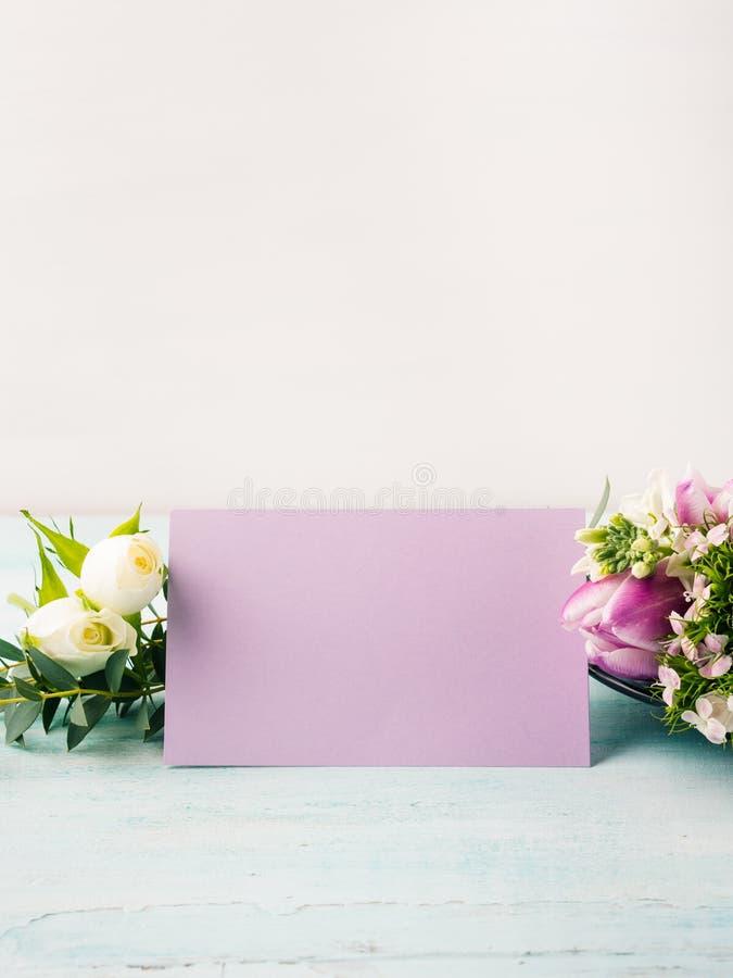 Pustej purpury karty kwiatu tulipanu róży pastelowi kolory obrazy stock