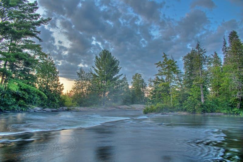 Pustkowie Rzeczna scena Przed wschód słońca zdjęcie royalty free