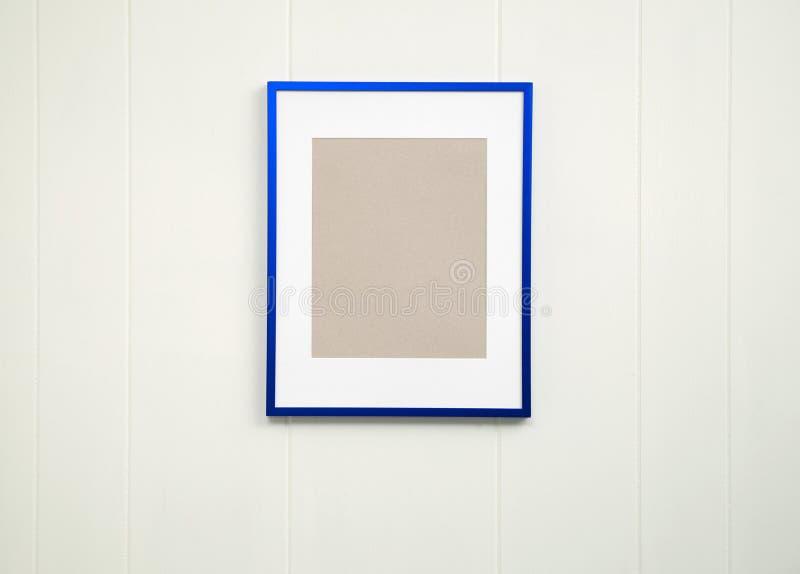 Pusty błękit ramy tło - Vertical obrazy stock