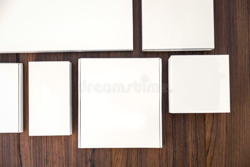 Download Pusty Białego Pudełka Egzamin Próbny Up Obraz Stock - Obraz złożonej z zbiornik, biurka: 57650745