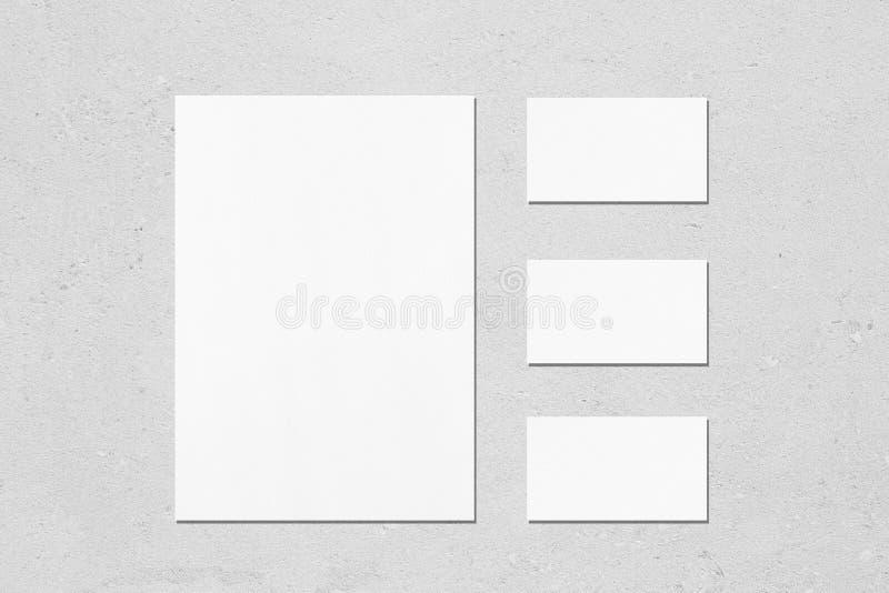 pusty biały pionowo plakat i horisontal prostokąt wizytówki mockups fotografia royalty free