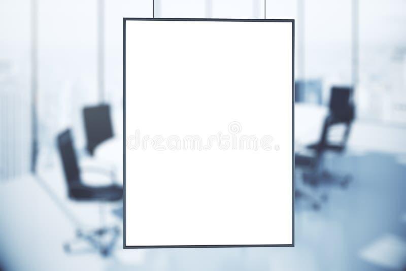Pusty biały plakat w sala konferencyjnej przy wschodem słońca obrazy royalty free