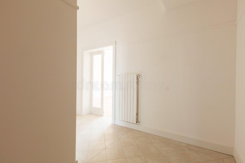 Pusty bielu kąt stary mieszkanie zdjęcie stock