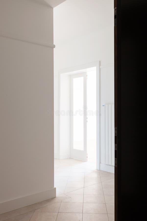 Pusty bielu kąt stary mieszkanie zdjęcia royalty free