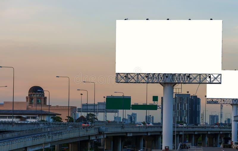 Pusty billboard przy zmierzchu czasem dla reklamy zdjęcia stock