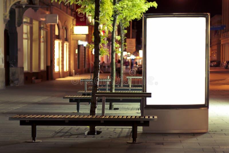 Pusty billboardu panel przy nocą zdjęcia royalty free