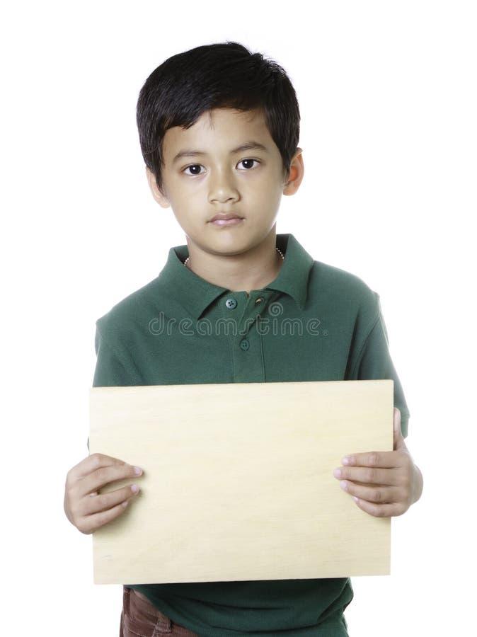 pusty chłopiec mienia panelu drewno obraz royalty free