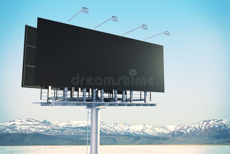 Pusty czarny billboard w niebie obraz stock