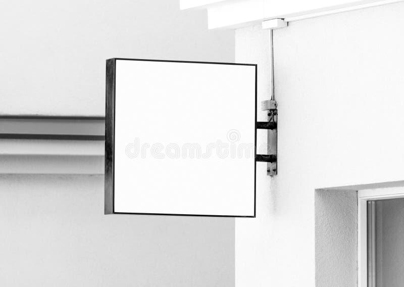 Pusty czarny i biały wiszącej ściany znaka mockup z kopii przestrzenią obrazy royalty free