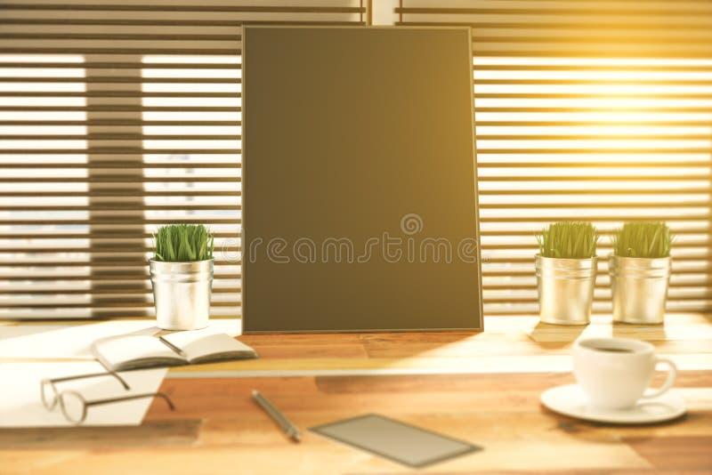 Download Pusty Czarny Plakat Na Drewnianym Stole Z Trawą W Wiadrze, Sma Ilustracji - Ilustracja złożonej z kopia, wyznaczający: 65225563