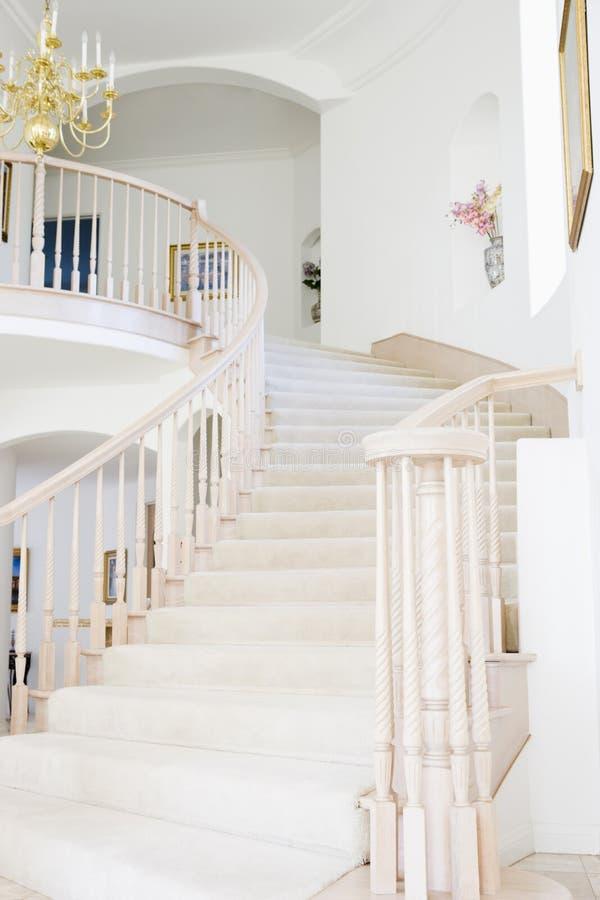 pusty dom luksusowy schody zdjęcie stock