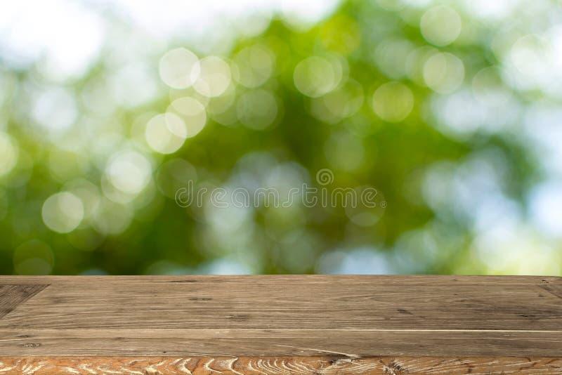 Pusty drewniany stół dla pokazu produktu obraz stock
