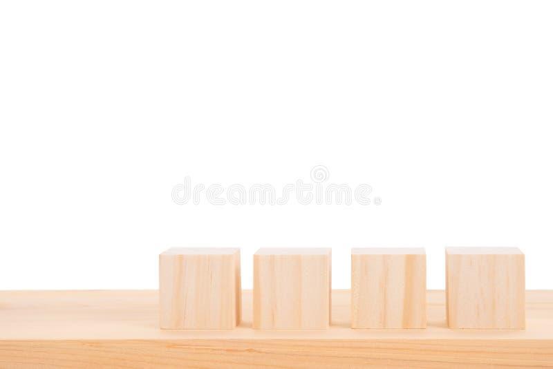 Pusty drewniany stół i drewniany blok z białym tłem Wliczaj?c ?cinek ?cie?ki dla produktu pokazu monta?u lub projekta uk?adu royalty ilustracja
