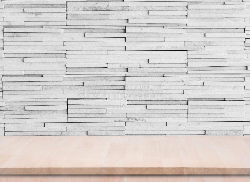 Pusty drewniany stołowy wierzchołek z grunge cementu ściany tłem używać fo fotografia royalty free